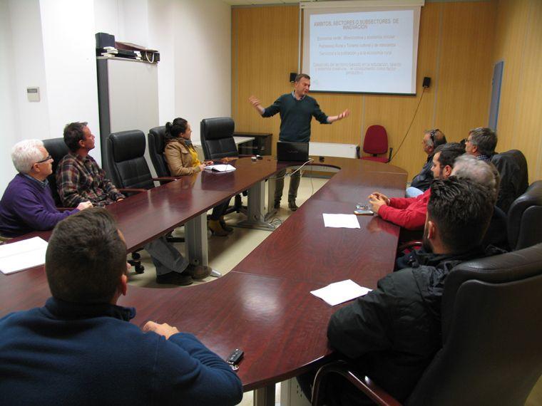 El GDR de Guadix informa al sector agrícola, ganadero y agroindustrial sobre el contenido definitivo de la Estrategia de Desarrollo Local LEADER 2016-2020